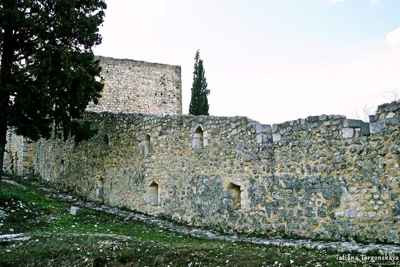 Стена крепости на нижнем уровне
