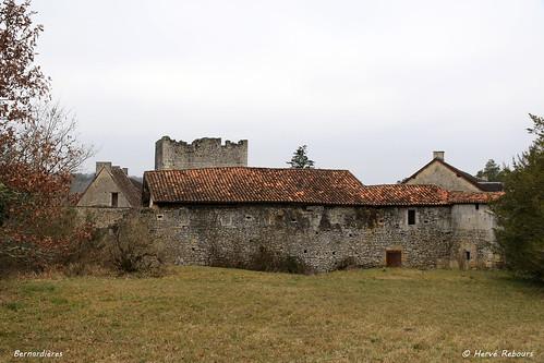 24 Champeau-et-la-Chapelle-Pommier - Bernadières Château XII XVII
