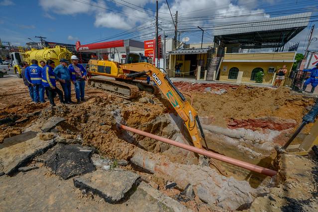 14.03.19 - Prefeito vistoria obras na rua Emílio Moreira