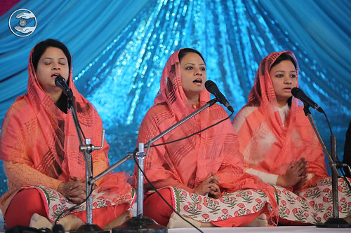 Devotional song by Varsha and Saathi from Bhogal Delhi