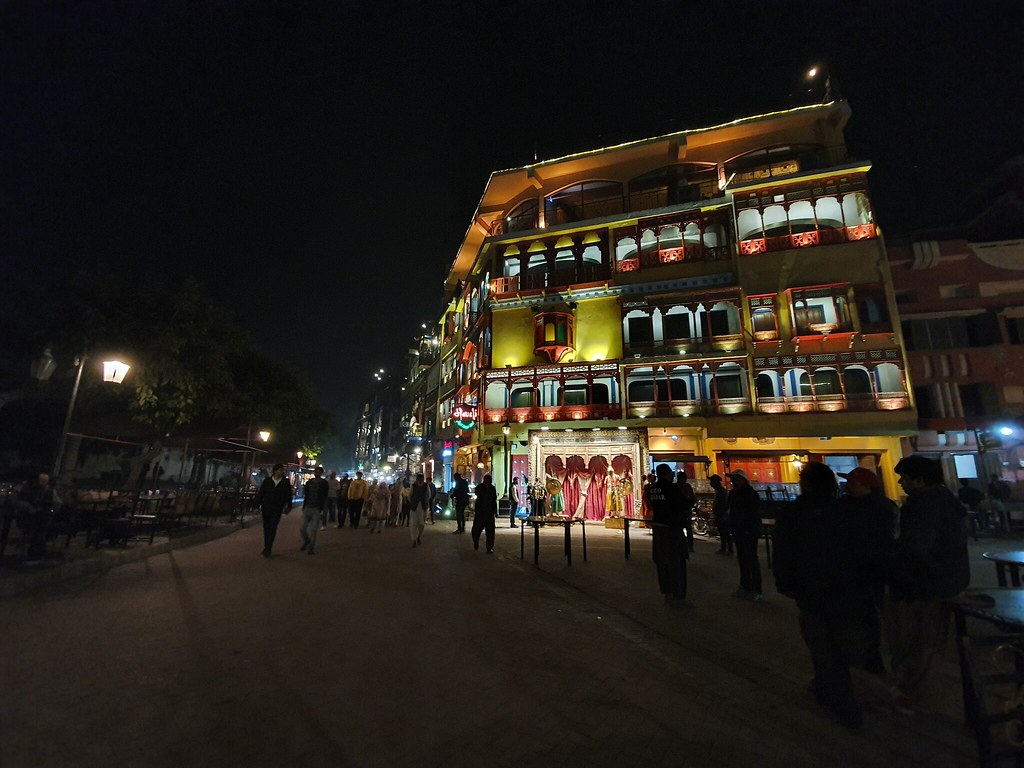 Picture at night with Ultra-Wide Angle lens on Samsung Galaxy S10 Plus