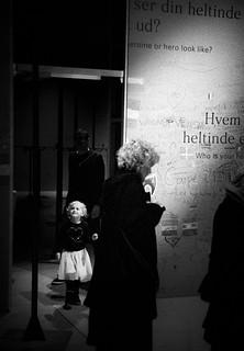 Heltinden som taget ud af en udstilling af Agnes Slott- Møller
