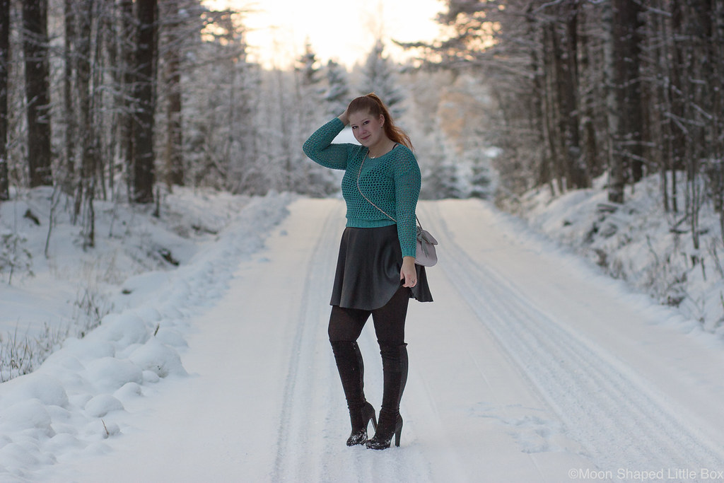 Numph_cotton_blouse_leather_skirt-17