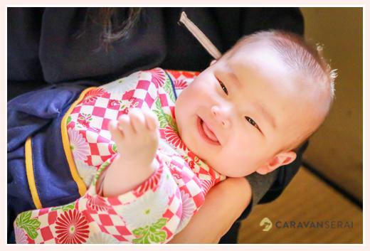 着物・袴風ロンパースでコーデ にっこり笑う赤ちゃん