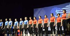 el-coro-femenino-de-tomelloso-levanta-de-sus-asientos-al-publico-del-gran-teatro-de-villarrobledo-con-su-espectaculo-musical-singing-america-23