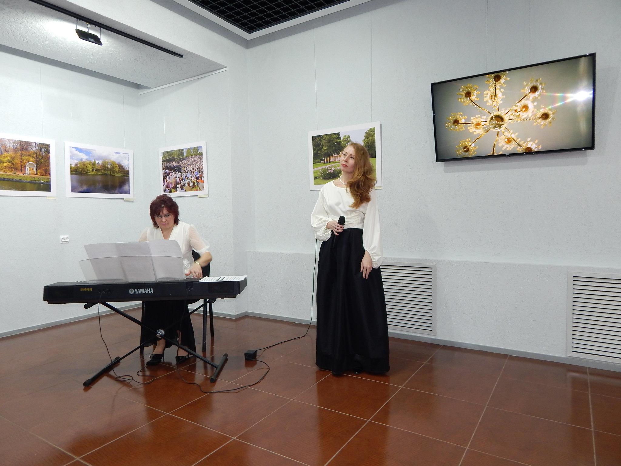 На открытии выставки фотографий «Все сердце грело там…» Лермонтовского музея-заповедника «Тарханы» в г. Елабуга