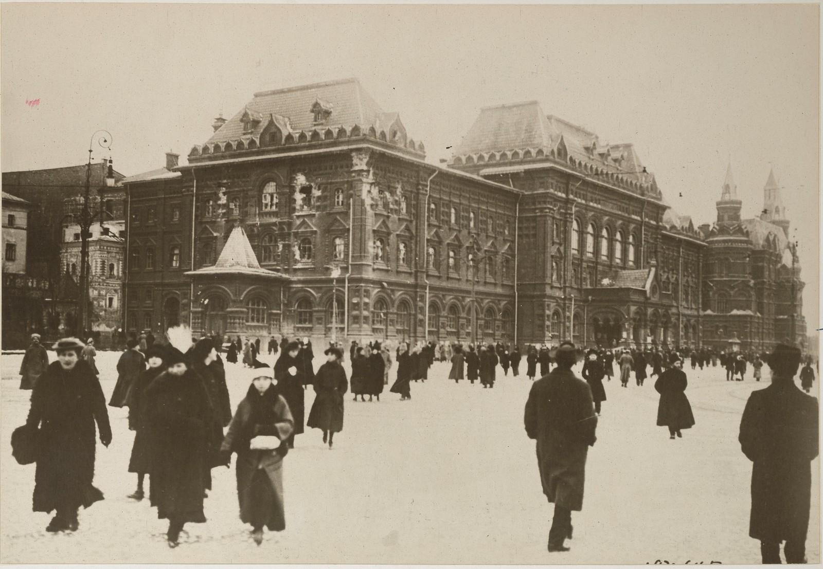 1917. Здание городской Думы, поврежденное снарядами во время уличных боёв