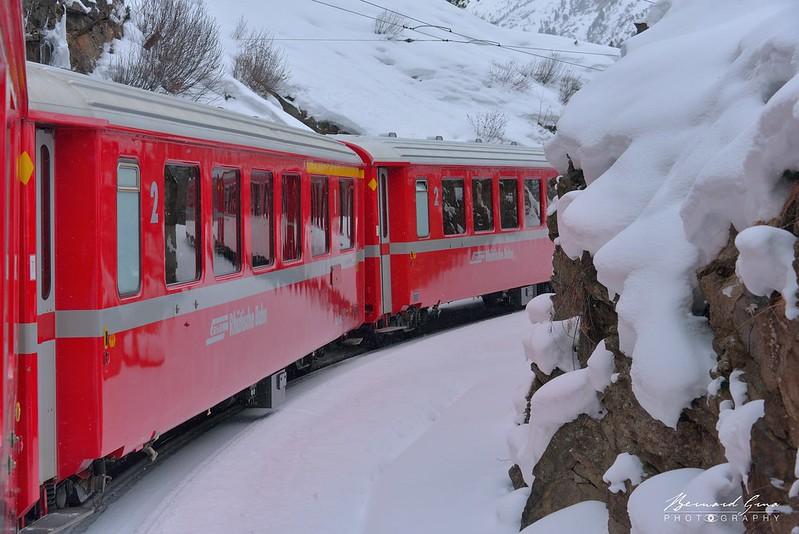 Entre Surovas et Morteratsch,  Bernina Express par  Bernard Grua - Rhätische Bahn, Chemins de fer rhétiques