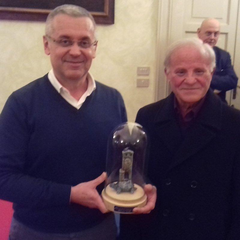 L'artista Gianfranco Budini ha donato un'opera al comune di Castel Bolognese