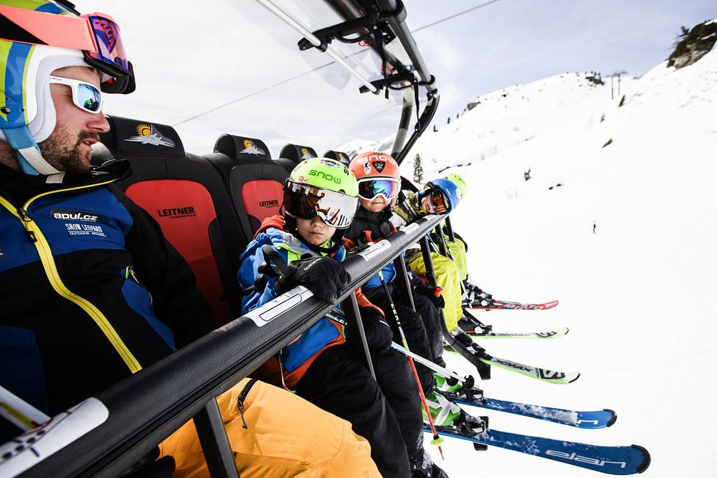 Instruktor musí být autorita. Ktomu je nezbytné nejen perfektně lyžovat, ale mít ipedagogické znalosti a určité komunikačnínadání