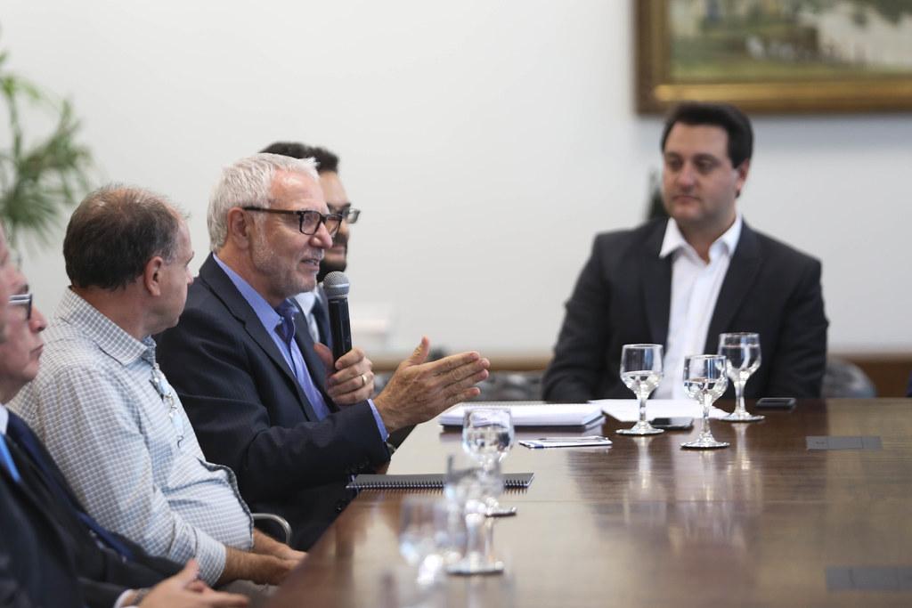 Assinatura de convênio da Fiep, o Governo do Estado e a Fomento Paraná