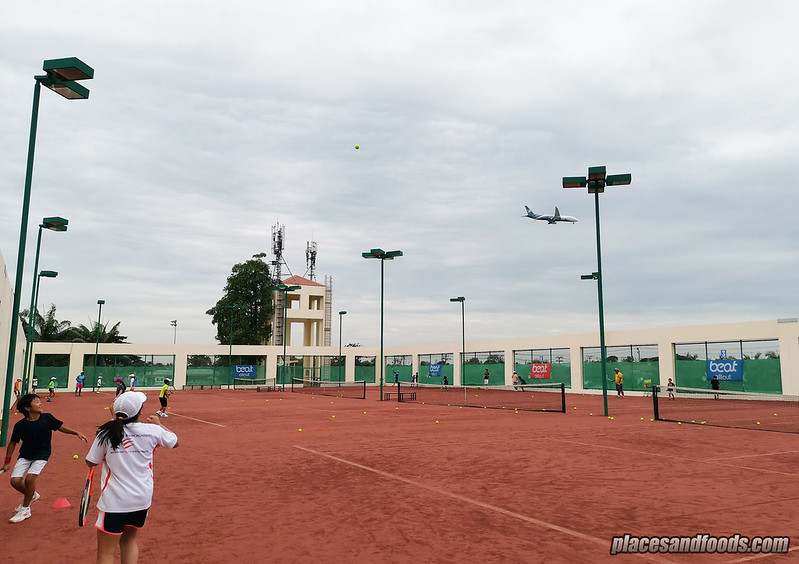 eastin thana city resort clay tennis court