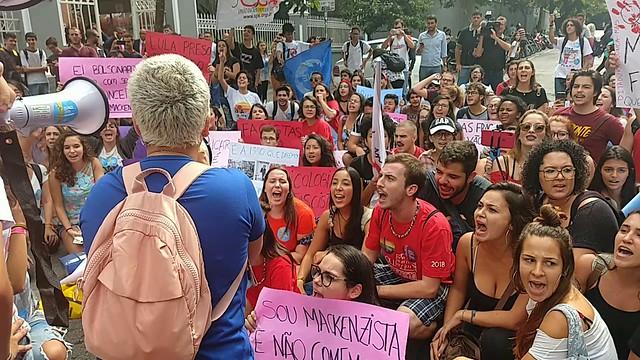 Estudantes fizeram um ato de repúdio ao presidente Bolsonaro; apoiadores do governo causaram tumulto e brigas - Créditos: Vanessa Nicolav