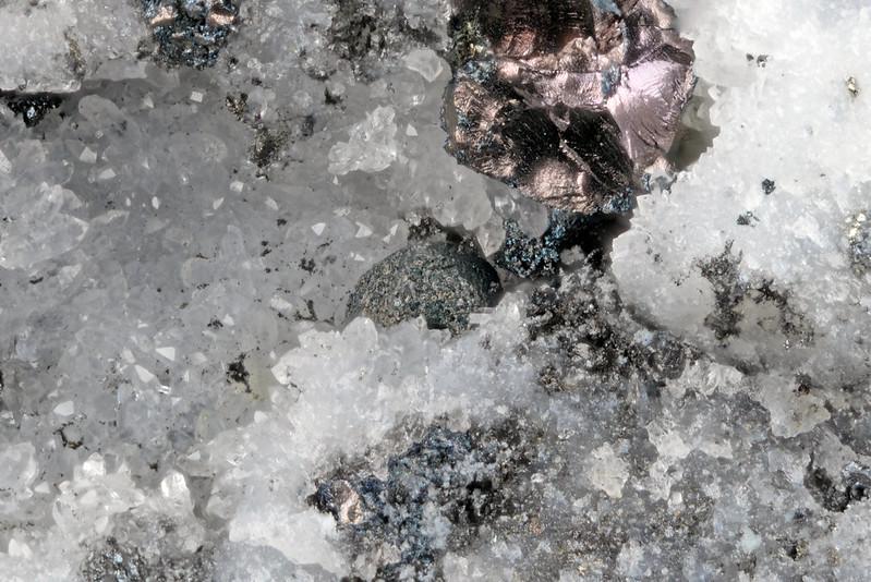 斑銅鉱 / Bornite