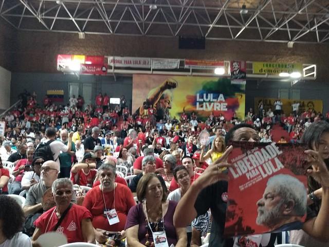 Militantes gritam palavras de ordem pela liberdade de Lula - Créditos: Brasil de Fato