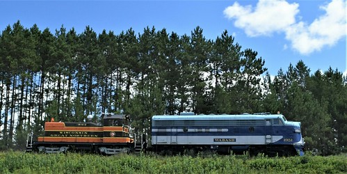 Wabash No. 1951 F7A & WGN No. 862 SW1 great examples of the EMD product line
