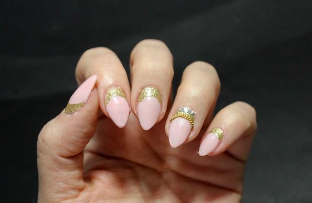 nude kulta kynnet timantit kynsikoristelu