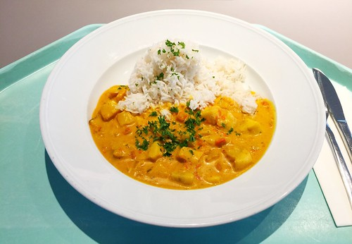 Diced coalfish in tikka masala sauce with basamati rice / Seelachswürfel in Tikka Masalasauce mit Basmatireis