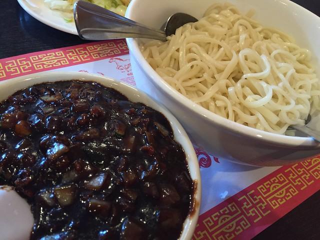 炸醬面 (Black Bean Sauce Noodles)