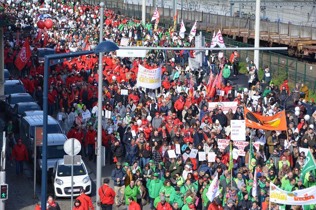 Namur lundi 18 mars 2019 plusieurs milliers de personnes dénoncent la politique sociale dans les rue de Namur