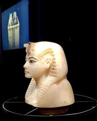 Couvercle de vase canope en calcite avec la tête du roi : Nouvel Empire, 1336-1326 av. J.-C.