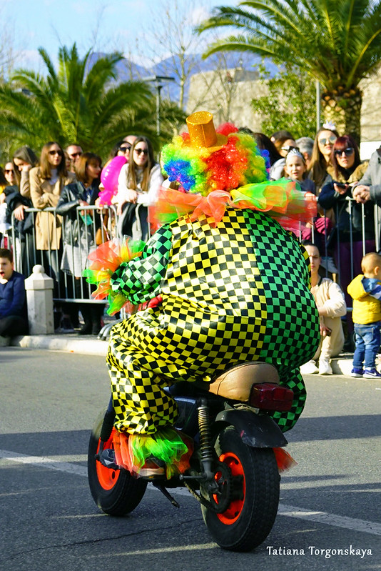 Клоун в начале шествия
