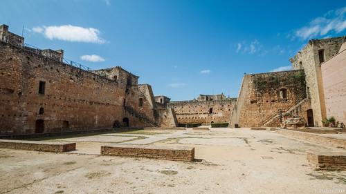 [0420] Castillo de Niebla: Patios de Armas y Caballerías.