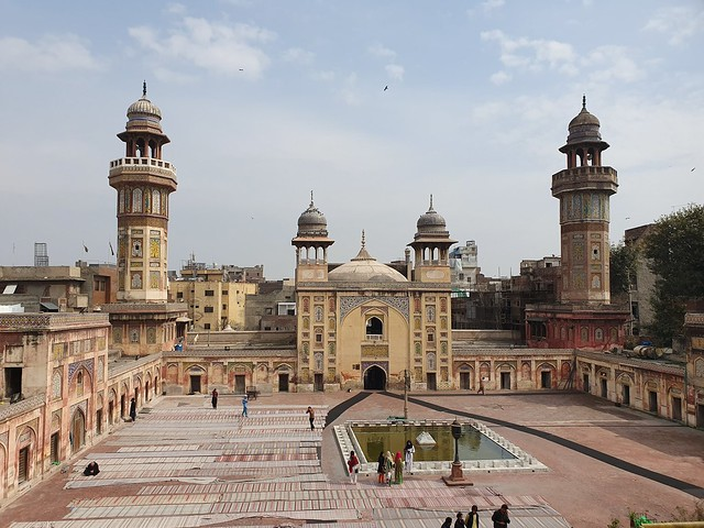 Wazir Khan Mosque Picture With Auto Mode on Samsung Galaxy S10 Plus