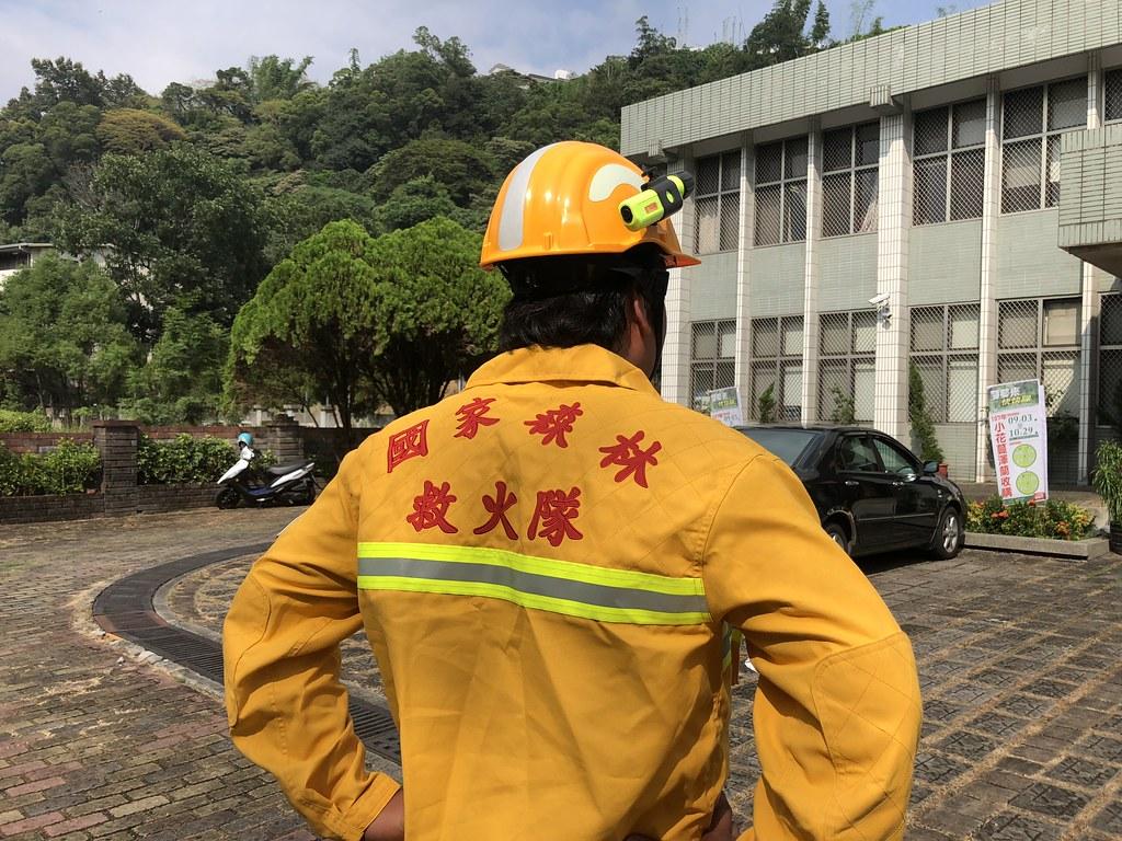 國家森林救火隊員,在輕便的裝備下,熟練的演習經驗,一有通報迅速出擊。攝影:廖靜蕙