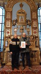 Torino, Santuario delle Reliquie, Chiesa grande della Piccola Casa della Divina Provvidenza - Cottolengo: don Lino Piano e Bruno Doimo espongono la reliquia di San Cesario diacono e martire di Terracina e la sua icona