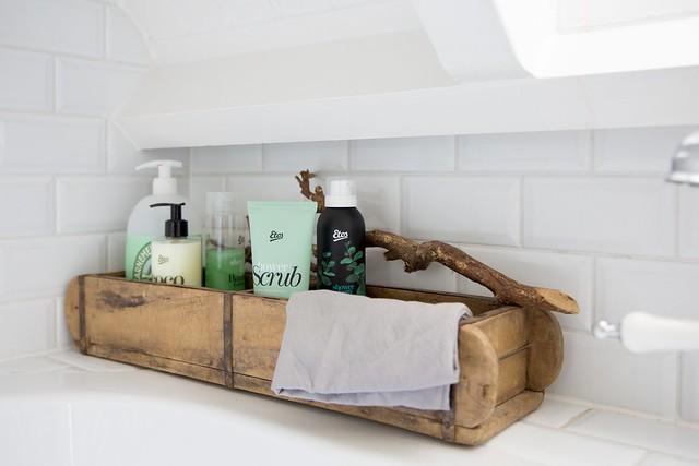 Houten steenmal badrand met Etos producten