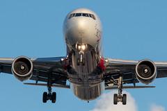 Delta 767-400 landing at LAX