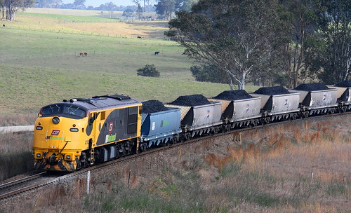 ON THE OTHER END. 42103 TRAILLING UNIT on DU601 DURALIE TO STRATFORD WASHERY 27th Sept 2010