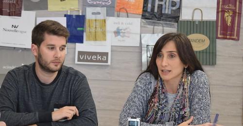 Momento de la rueda de prensa de Podemos Irun sobre comercio