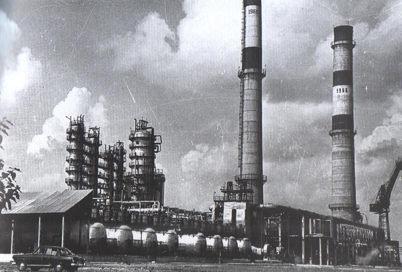 5 31 декабря – на НПЗ введена в строй крупнейшая в Европе установка первичной переработки нефти АТ-6.