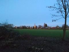 23. Februar 2019 - 18:23 - Blick vom Spielplatz Korbmacherweg in Roxel auf die Pantaleonkirche