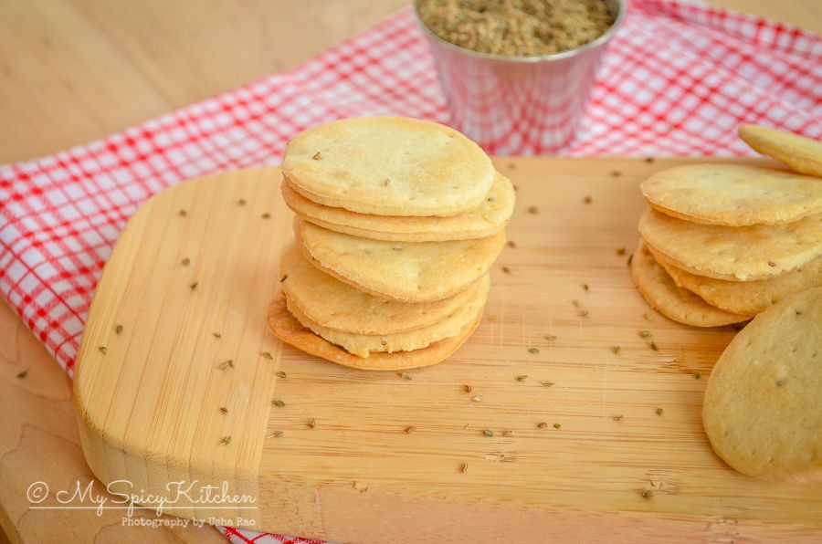 Baked mathari are Indian crackers or savory biscuits.  Mathari is usually deep fried and these are baked and guilt free snack.