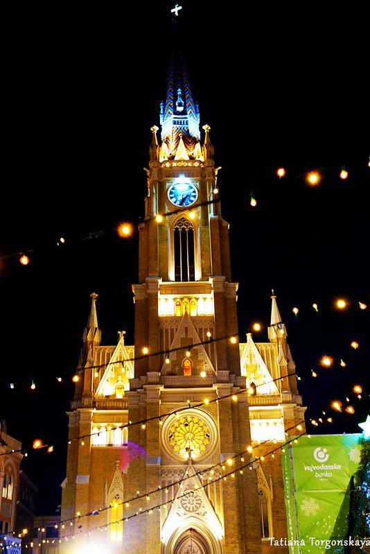 Церковь Св. Марии и праздничные гирлянды