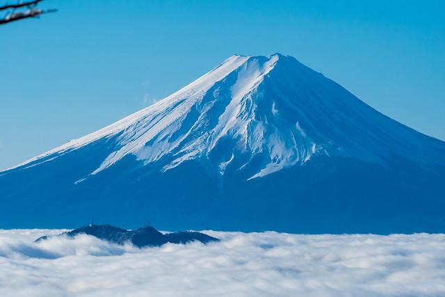 三ッ峠山と富士山@牛奥ノ雁ヶ腹摺山