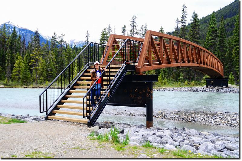 The bridge across the Vermilion River in  Paint Pots Trail 1