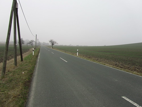 20110316 0203 296 Jakobus Straße Feld Nebel