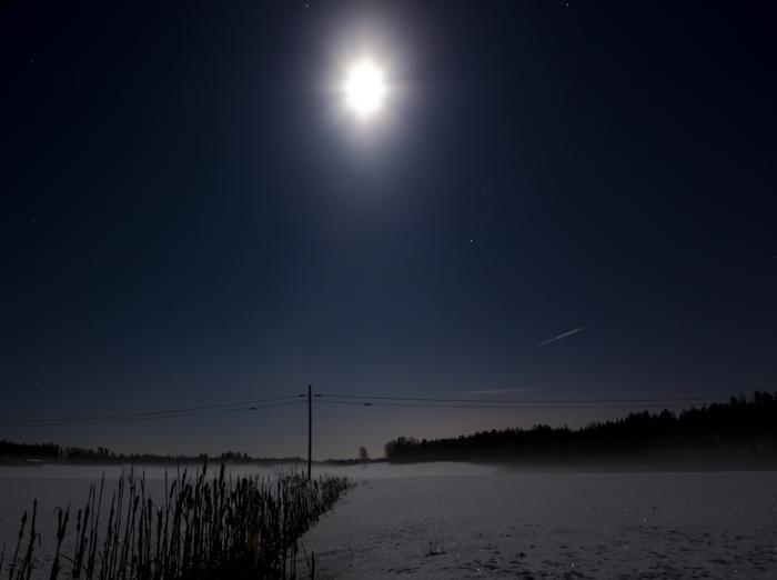 yökuvaus maaseutu tähtitaivas  yökuva pitkä valotusaika luova valokuvaus creative photography kuumaisema pelto