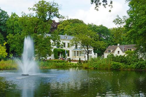 Landhuis bij het kasteel Eerbeek, werd gebruikt als jachtslot door de heren van Bronckhorst.