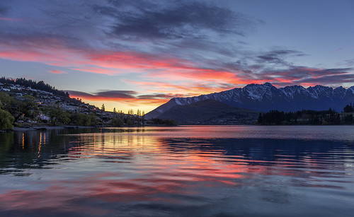 Sunrise, Lake Wakatipu, Queenstown, New Zealand