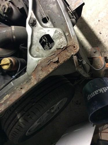 NG-42-FV, mijn Peugeot 505 Gti foto rechtsvoor roestschade