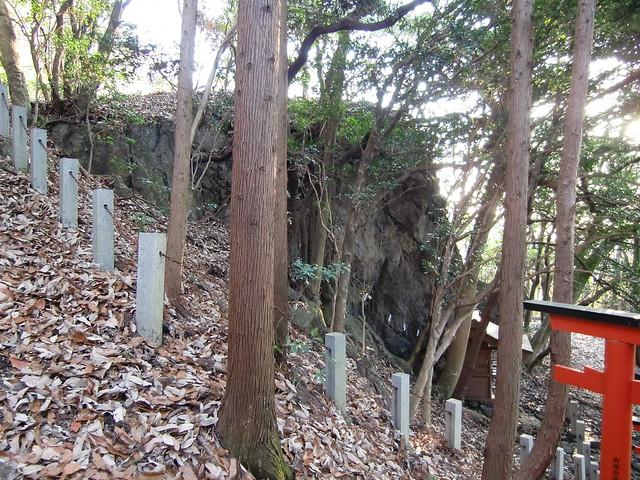 岩屋神社の陰陽岩