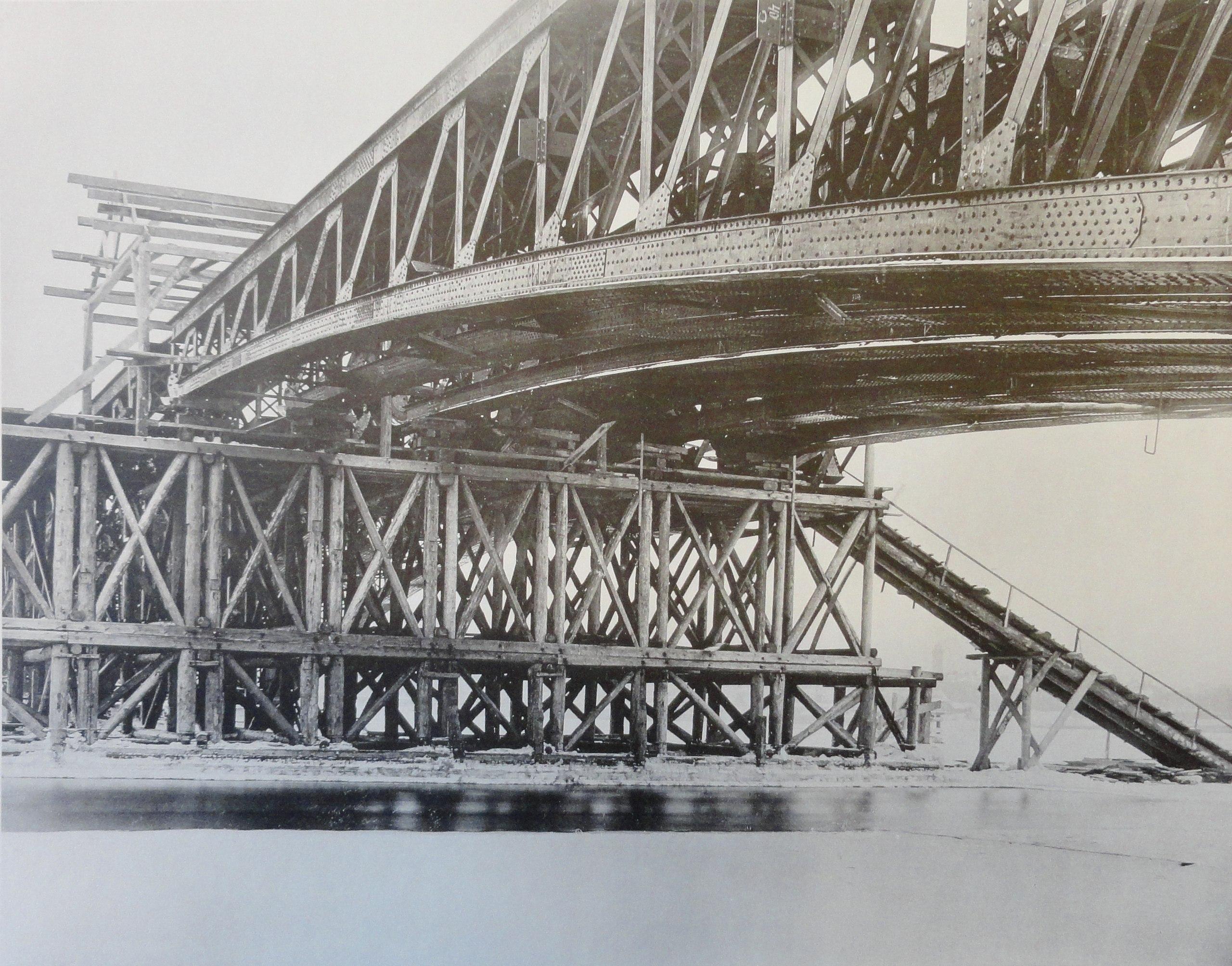 1901. Подмости под ключевым шарниром арочного пролета. 6 января