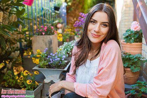 Làm vườn hay chăm sóc hoa cũng là cách giúp giảm căng thẳng, stress