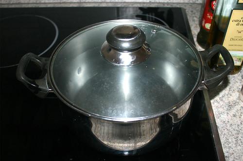 15 - Wasser für Nudeln aufsetzen / Bring water for noodles to a boil