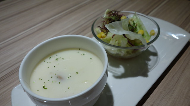 玉米濃湯與沙拉@台北車站Q丸和洋食堂